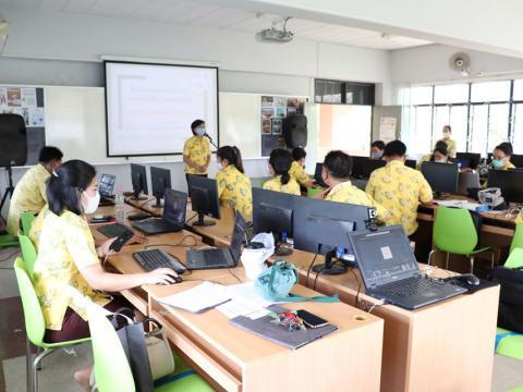 โครงการอบรมเชิงปฏิบัติการพัฒนาสื่อการสอนออนไลน์