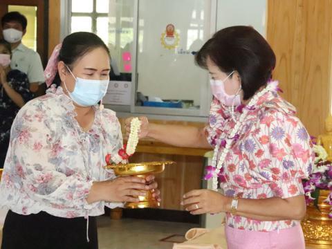 รดน้ำขอพร ประเพณีสงกรานต์ และปีใหม่ไทย ประจำปี ๒๕๖๔