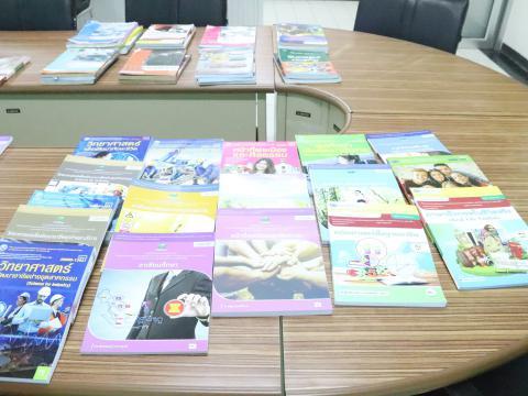 ประชุม คณะกรรมการพิจารณากลั่นกรองและคัดเลือกรายการหนังสือ